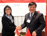Canada Health Minister Leona Aglukkaq signed an action plan June 18 with Dr. Chen Zhu, minister of health for the People's Republic of China