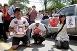 This photo shows relatives grieving for Ma Xianqian, a Foxconn employee who committed suicide.